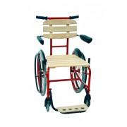 Rollstuhl mit Sitzfläche aus Holz